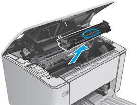 """Инструкция за смяна на тонер касета HP CF230X без чип: """"Хванете тонер касетата за дръжката и я извадете"""""""